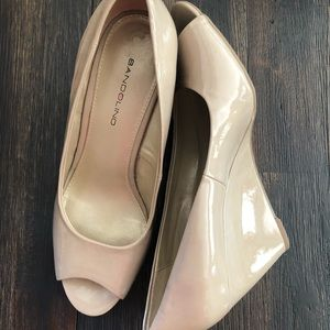 Bandolino peep toe patent leather wedges
